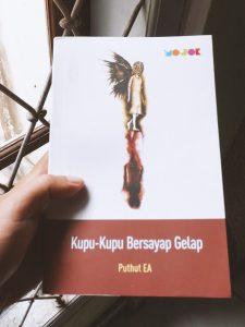 Buku Kupu-kupu bersayap gelap puthut ea