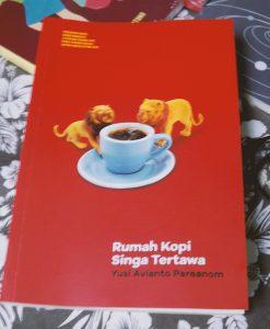 Review Buku Rumah Kopi Singa Tertawa