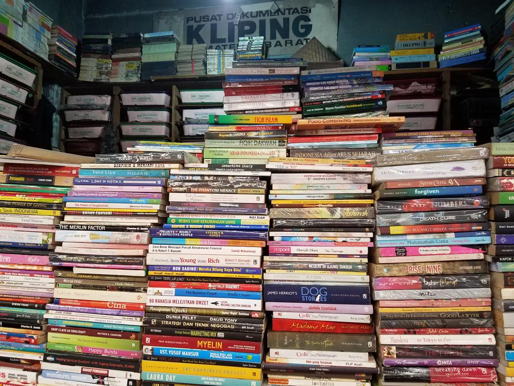 Hunting buku di Pasar buku bekas