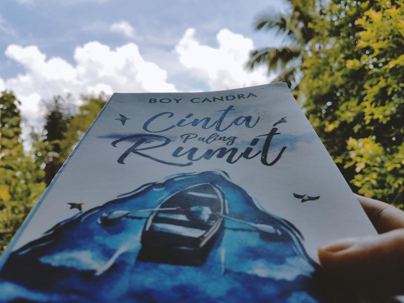 Review Buku Cinta Paling Rumit Karya Boy Candra