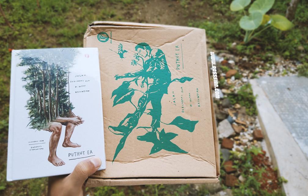 Paket Jalan Bercabang Dua di Hutan